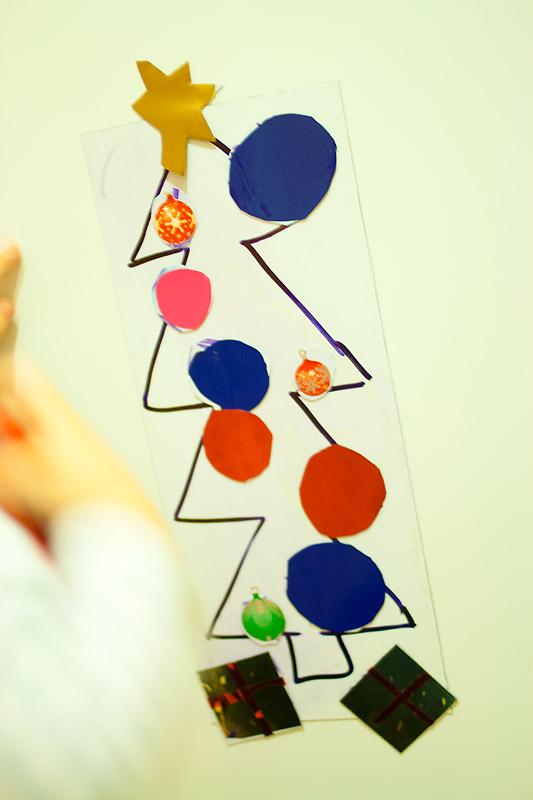 świąteczna zabawa dla rocznego dziecka magnesy choinka