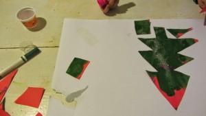choinka z papieru, praca ręczna dla trzylatka, zabawa przed świętami
