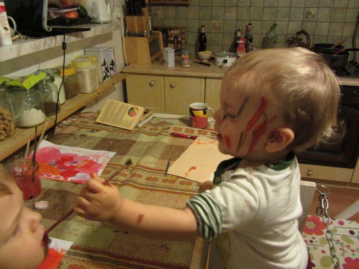 Klusek maluje, Micha zjada farbę