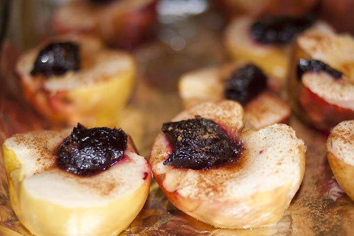 pieczone jabłka, przysmak na jesień, zdrowy deser