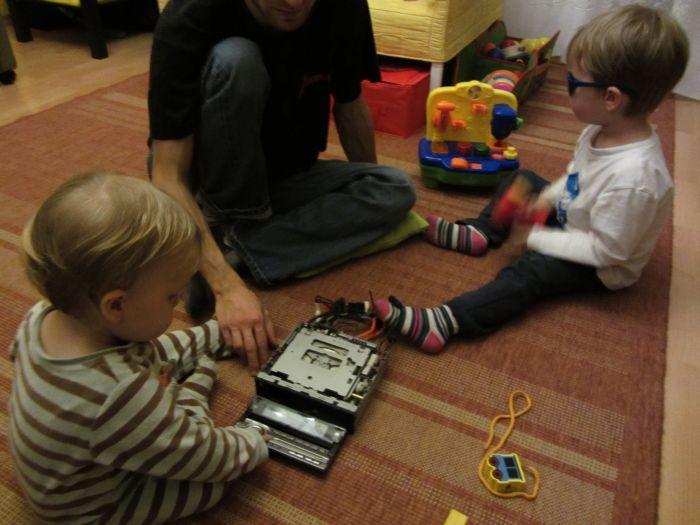 Nowa zabawka wielofunkcyjna, czyli radio samochodowe nam padło