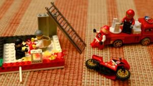 wypadek w domu, dziecko dzwoni po pomoc
