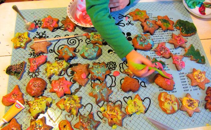 dekorowanie pierniczków, zabawy bożonarodzeniowe dla dzieci