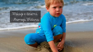 kolejka wąskotorowa, mierzeja wiślana, nad bałtykiem z dzieckiem, bałtyk, wakacje z dzieckiem, atrakcje turystyczne mierzeja wiślana, piaski, plaża, dziecko na plaży