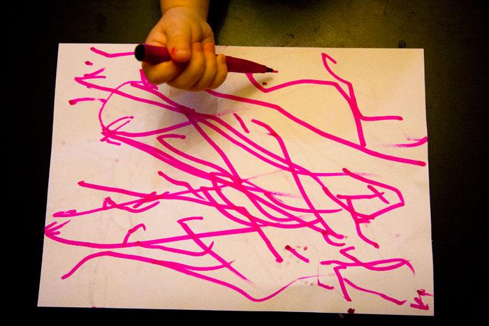 odkrywanie śladu, arno stern, nauka rysunku, dziecko nie chce malować