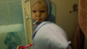 montessori, łazienka, samodzielne dziecko w domu