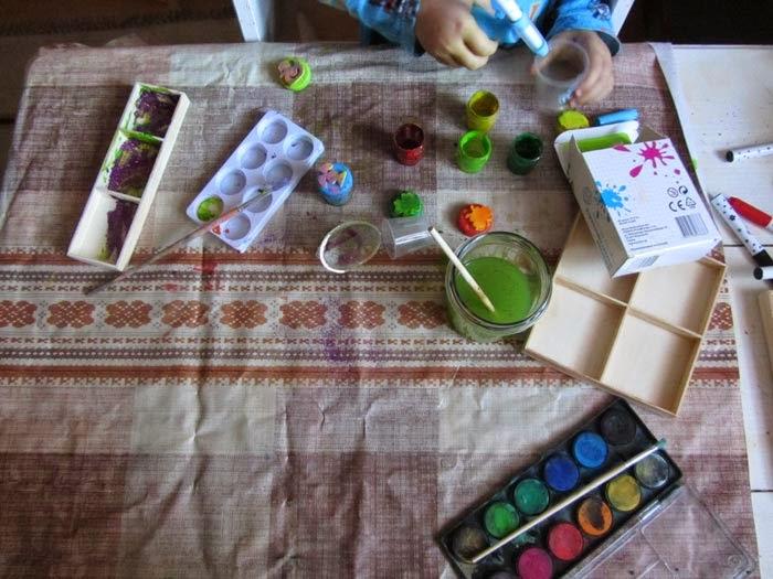 kreatywne dziecko maluje