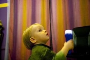 Latarka – zabawa dla maluchów