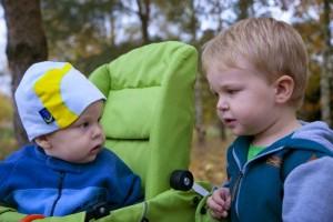 Bliskopad – Napełnianie kubka – dzieci potrzebują uwagi