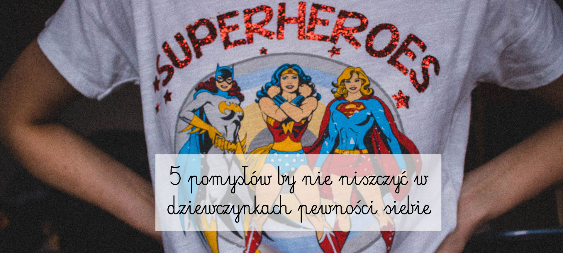 person-wearing-superheroes-printed-t-shirt-701771